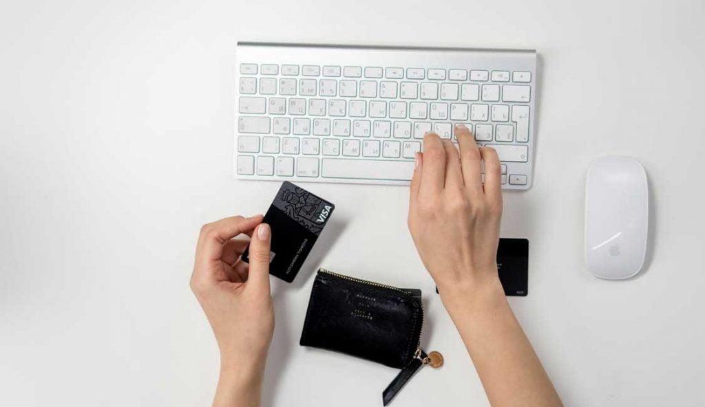 クレカとデビットカード 1024x592 - クレカとデビットカード